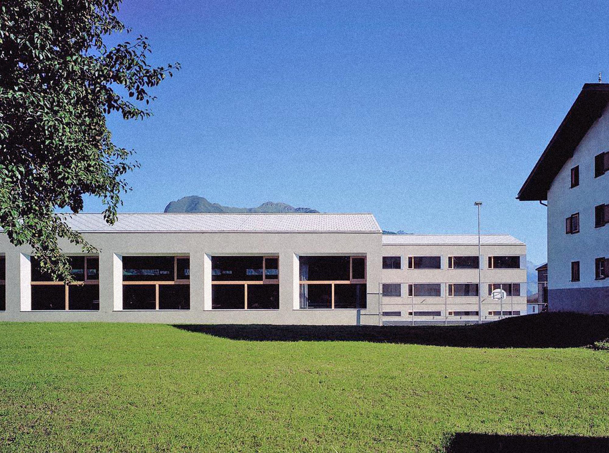 Schule mit Halle