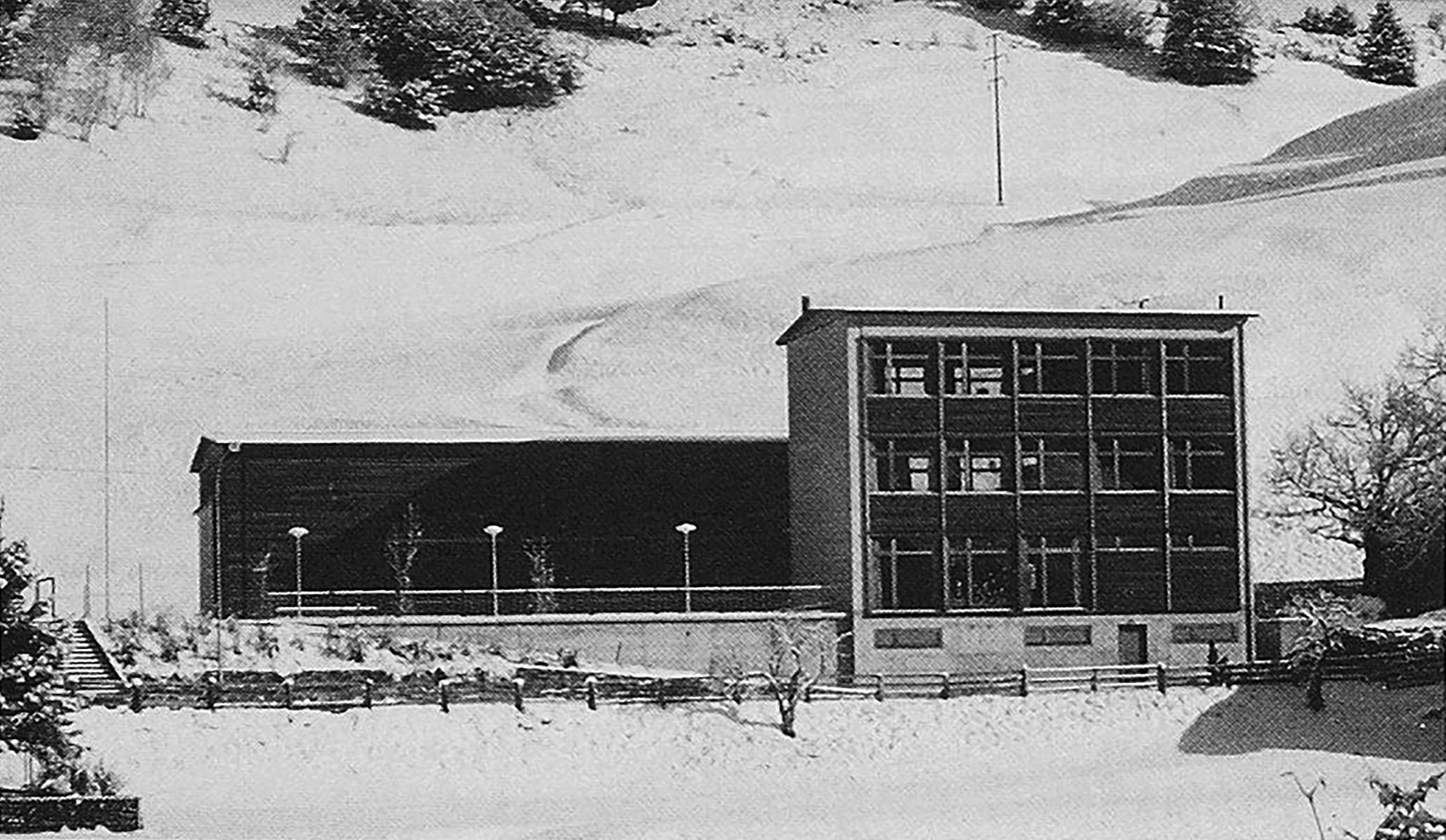 Schule und Mehrzweckhalle